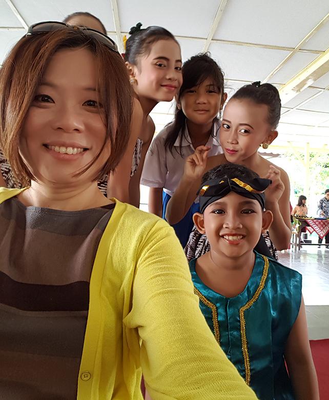 Jui-Ching Wang with students at Taman Siswa